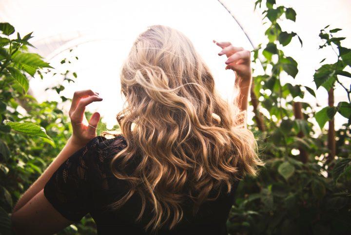 Trychologia zajmuje się badaniem oraz leczeniem chorób skóry głowy i włosów