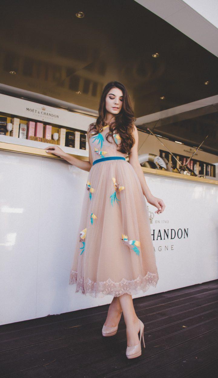 Sukienki imprezowe na lato powinny być przewiewne i stylowe