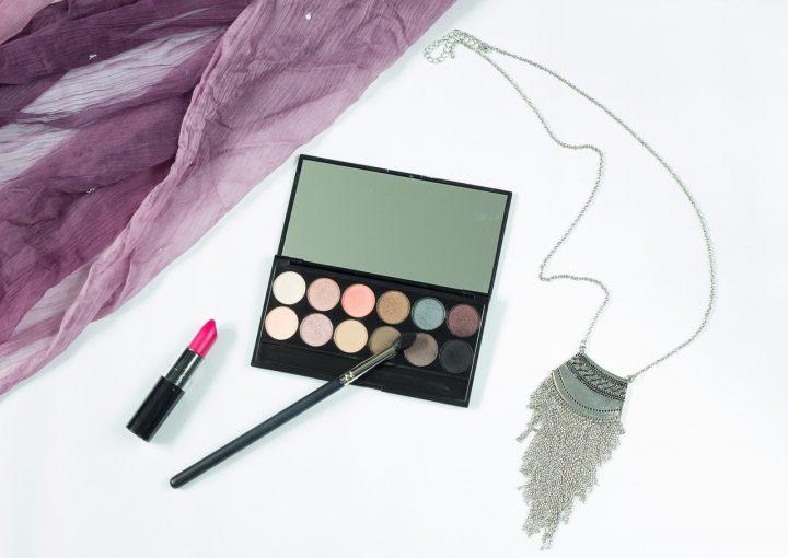 Paletki cieni i zestawy do makijażu