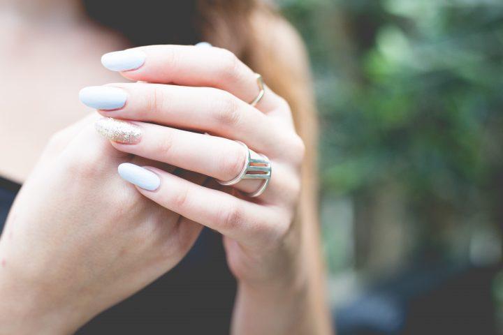 Manicure vinylux nadaje Twoim paznokciom piękny kolor, a dodatkowo ma właściwości pielęgnacyjne